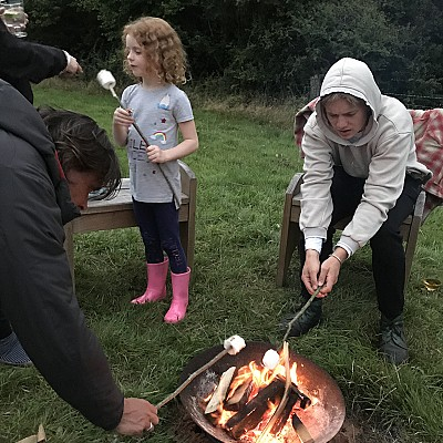 Marshmallow fireside cooking